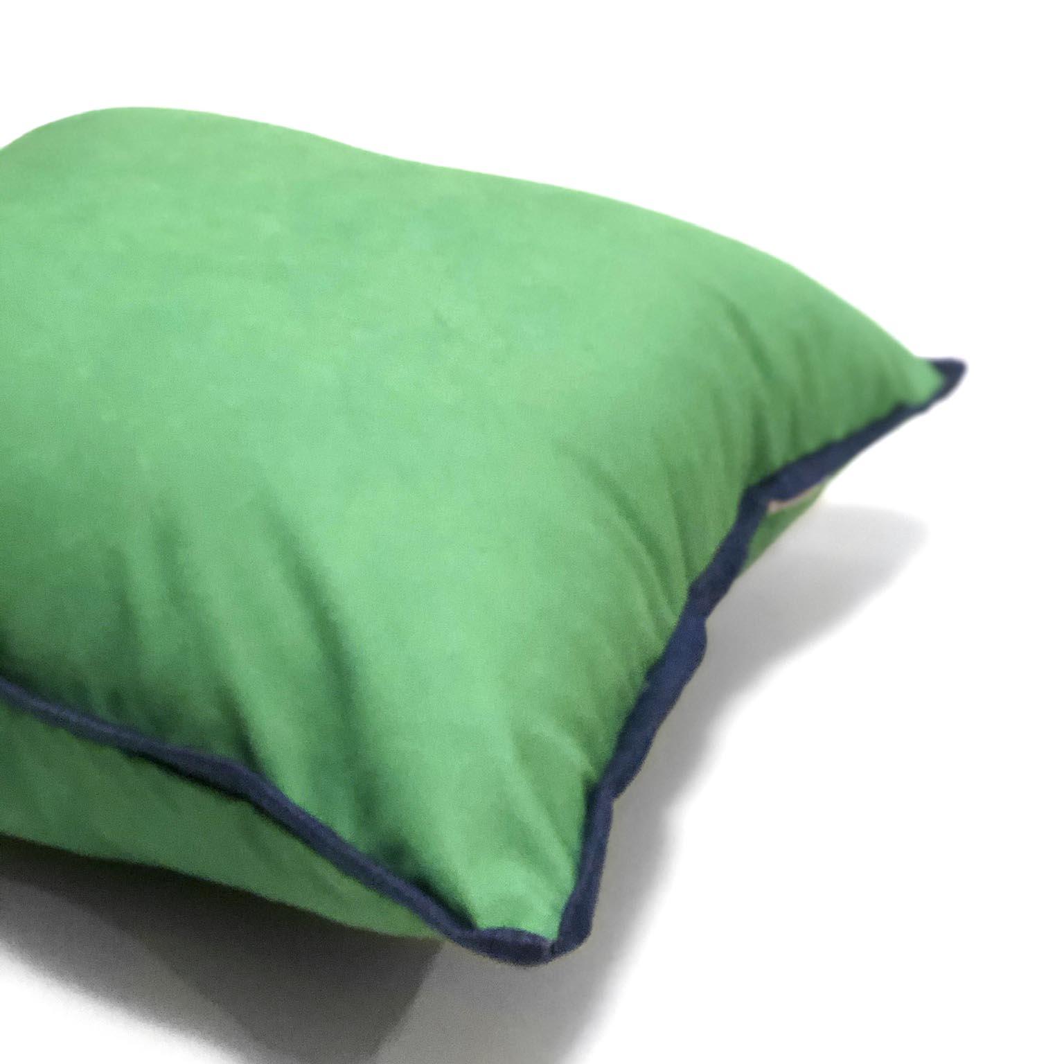 Capa De Almofada De Sarja Verde Com Detalhe Jeans