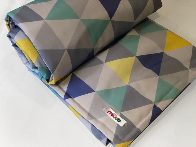 Tapete Triângulos Cinza, Azul, Turquesa E Amarelo Com Bolsa